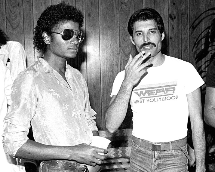 michael-jackson-freddie-mercury-there-must-be-more-to-life-than-this-mp3-main-715x572